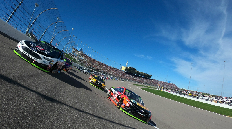 kevin-harvick-and-martin-truex-jr-lead-the-field-to-green