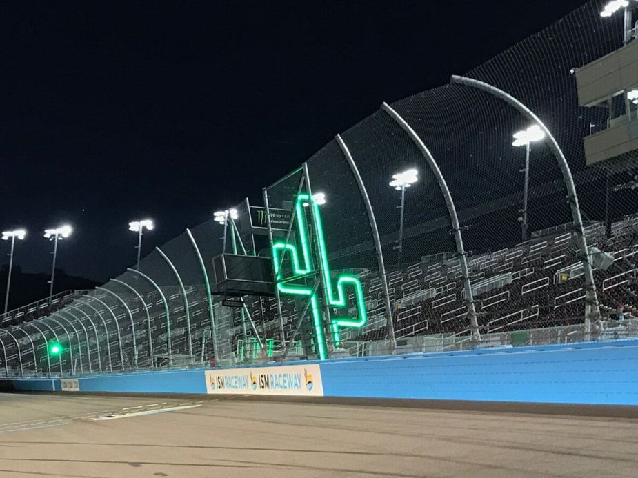 ism-raceway-flag-stand1